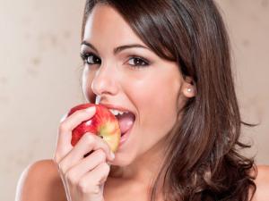 Замена ногтей на яблоки
