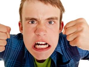 Подростковая агрессия - особенность гипертимного типа личности