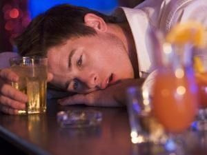 Алкоголизм - причина алкогольного галлюциноза