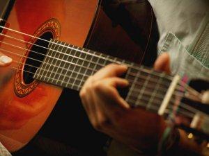 Развитие музыкального слуха при игре на инструменте