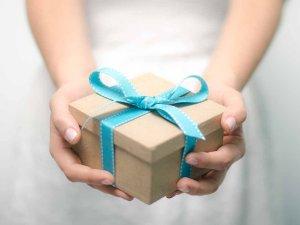 Извинение при помощи подарка