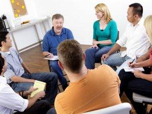 Назначение групповой терапии при истерическом расстройстве