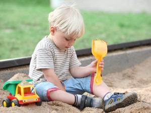Игра в одиночестве - признак шизоидной психопатии у детей