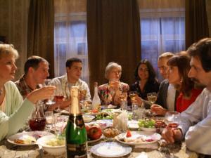 Алкоголь на семейных застольях