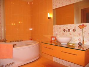 Ванная комната в оранжевом цвете